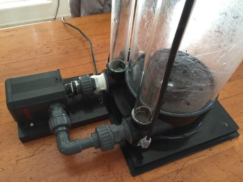 Aqua Medic Calcium reactor_closeup_pump connectors2.jpg
