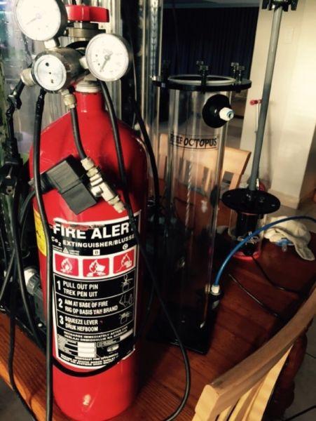 Aqua Medic CO2 regulator solenoid and 5kg_bottle.jpg