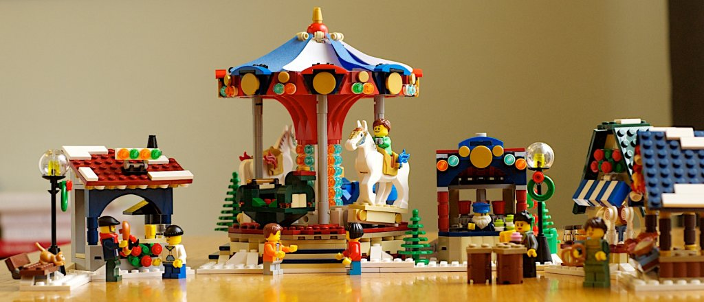 lego-winter-village-market-4.jpg